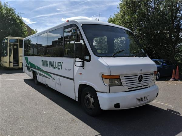 2005 Mercedes 33 seat mini coach